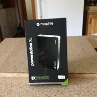 EXTERNAL BATTERY FOR APPLE PRODUCTS - CHARGES 2 DEVICES - NEW!