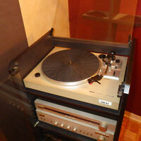 *** MEUBLE AUDIO ET TURNTABLE AKAI AP-B21 ***