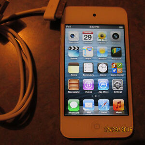 Apple iPod Touch 4th Generation - 16GB - White A1367