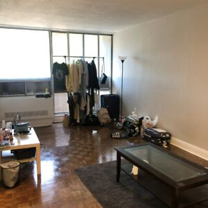 Dundas Walk 15 minutes clean Apartment(Sep 1st~ Adjustable)