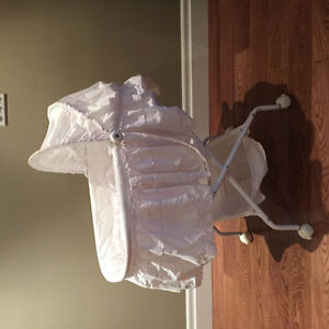 White detachable bassinet
