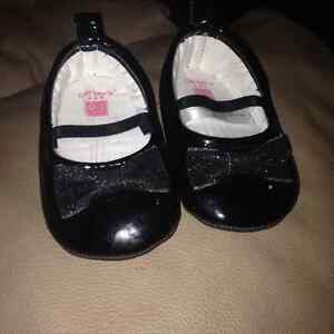 0-3 month girl dress shoes and booties London Ontario image 2