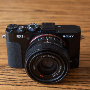 SONY RX1R Professional Compact Camera with 35mm Sensor