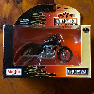 Harley Davidson 1:18 Scale Die-Cast Replica Motorcycle - Maisto