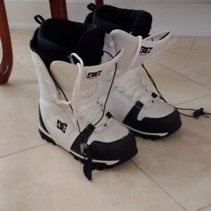 High Quality DC Men's Snowboard Boots: size 10: Like New!