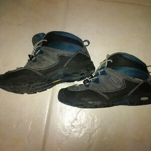 Youth Keens Boots size Youth 6.5 Kitchener / Waterloo Kitchener Area image 2