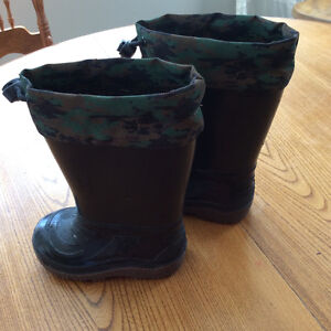 Size 5 Rubber Boots with camo drawstring top
