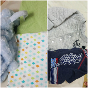 Brnd new swaddle blankets  pacifier and jackets all together 15$