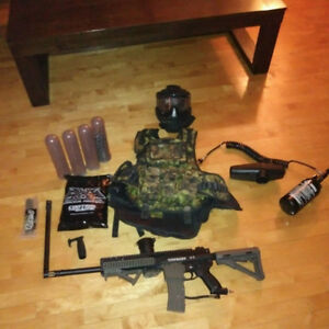 Paintball gun (TIPPMAN A5 CUSTOM**)