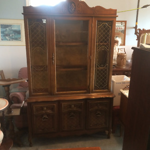 PRICE REDUCED CHINA/DISPLAY CABINET