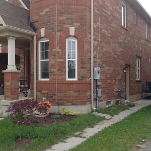 Basement apartment - internet, cable and utilities included Oakville / Halton Region Toronto (GTA) image 4