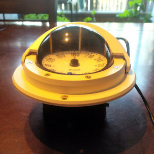 Ritchie flat card lighted compass