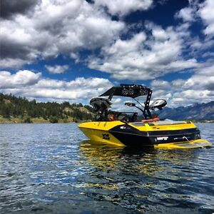 2016 Axis by Malibu FULLY LOADED A22 Wake Surf Boat - 36 hours!