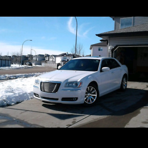 2013 Chrysler 300 Touring EXCELLENT CONDITION *