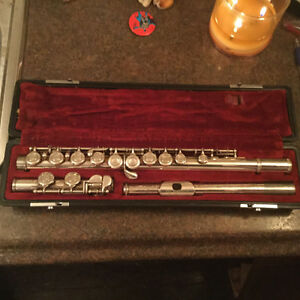 FURTHER REDUCED! Vintage Yamaha student flute for sale Regina Regina Area image 2