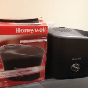 2 Honeywell Humidifiers (1 Hot mist and 1 Cold mist) for Sale