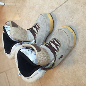 Ladies' size 7-8 Used North Wave snowboard boots