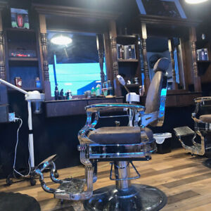 LOOKING FOR BARBERS LAVAL , CHAIR RENTAL !!! 5146797345