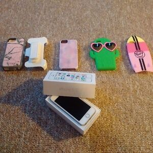 iPhone 5s 16 Gb with 4 cases