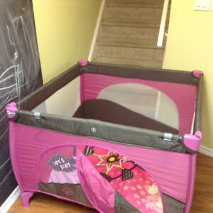 Play pen pink 40inches x 40 inches x 25 inches (1m x 1m x .65m)