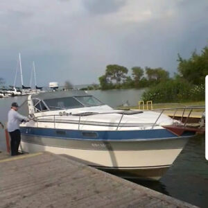 Cruisers 87' Vee Sport Boat - Great Condition. 28ft