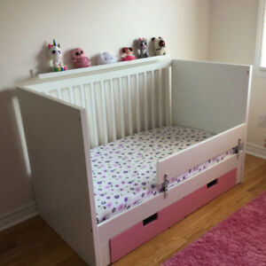Convertible Crib w/mattress, linens and musical mobile
