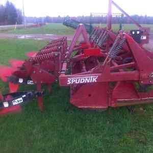 Spudnik Row Former with Damer Dyker Attachment