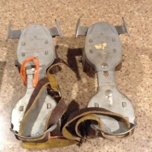 Vintage DOMINION small sized roller skates