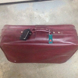 Luggage Mbrine Soft Top Maroon with 4 castors.