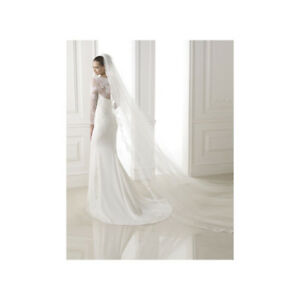 Pronovias bitan wedding dress brand new never worn payed $2800