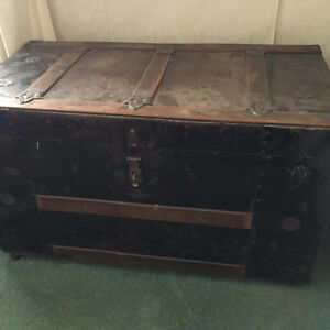 Vintage Chest (great condition!)