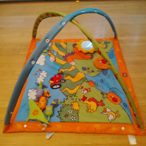 Tapis d'activite Tiny Love/ Tiny Love activity mat