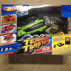 "HOT WHEELS REMOTE CONTROL ""TERRAIN TWISTER"""