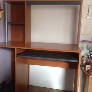 Desk with Hutch $10