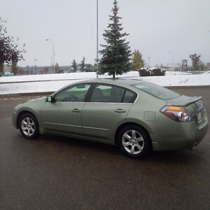 Heated seats just in time for winter - well maintained Altima