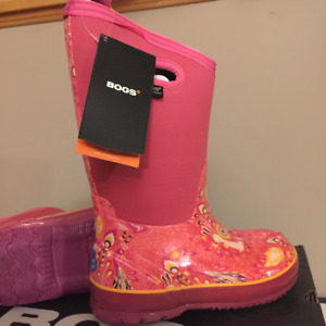 Size 2 NWT Bogs Winter Boots