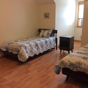 5 PIECE SOLID WOOD BEDROOM SET W/MATTRESSES & LINENS