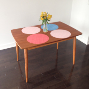 Table en teck moderne / Modern teak table