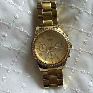 Montre couleur or GUESS
