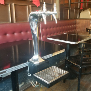 2 tap ( faucet ) beer draft ( draught ) tower