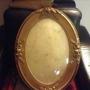 Antique Oval Frame Bubble Glass