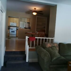 Room for rent to Loyalist student Belleville Belleville Area image 5
