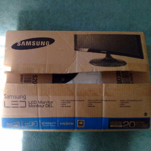 "SAMSUNG SD300 20"" LED GAMING MONITOR (CRACKED)"