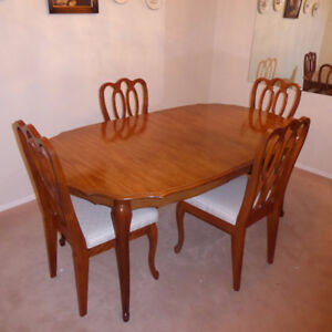 Oval Wood Dining Table 4 Matching Chairs