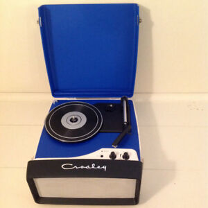 PORTABLE STEREO TURNTABLE