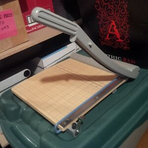 CLASSIC CUT GUILLOTINE PAPER TRIMMER