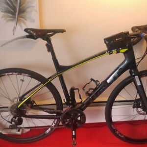 Giant anyroad Co Max carbon fiber - $1399 (West Vancouver)