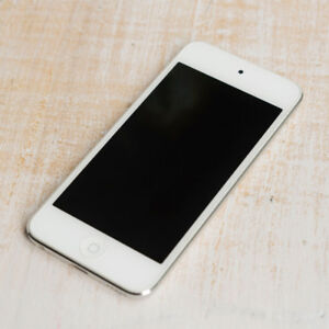 Ipod Touch (5th Gen) 32GB Silver- MINT CONDITION