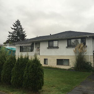 House up floor for rent 4brms 2000 burnaby