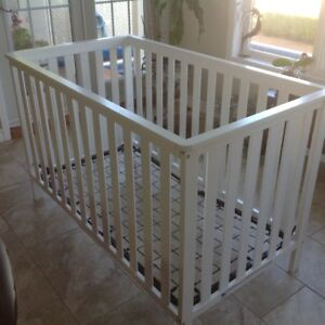 Storkcraft  Rosland 3- in - 1  Convertible Crib